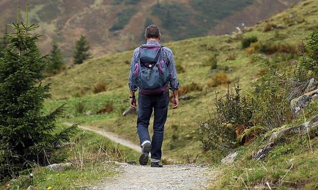 Un touriste en randonnée